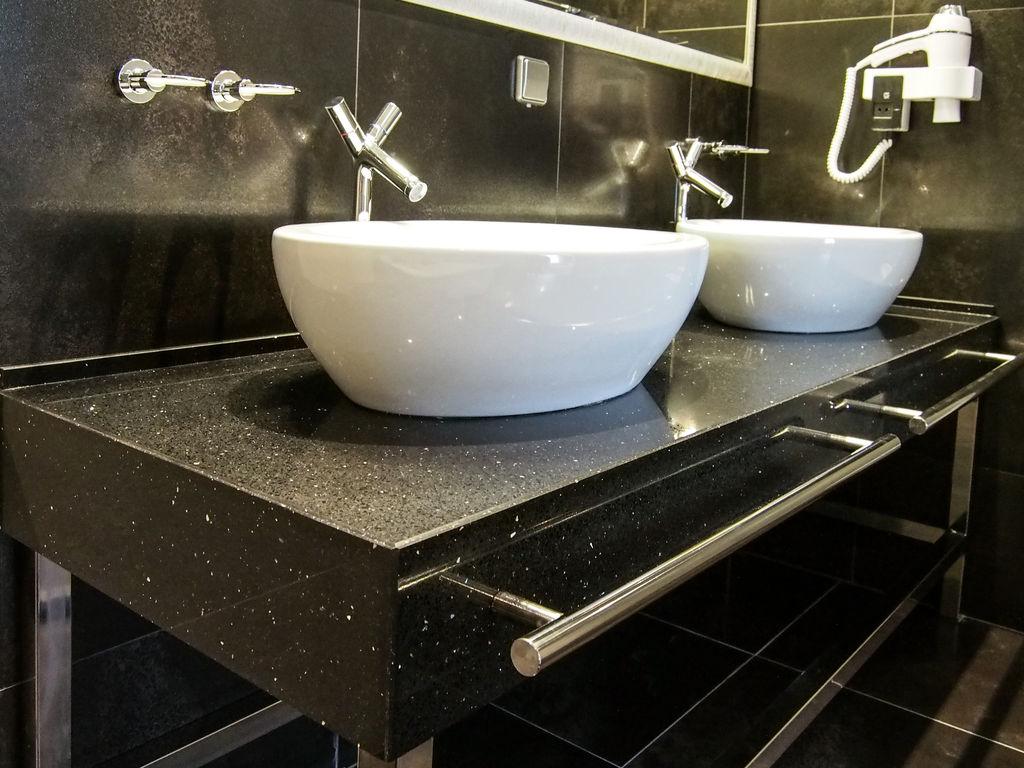 Столешница подвесная для ванной комнаты купить Столешница-остров из искусственного камня Staron Беляная Гора